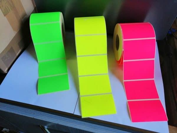 színes etikett címke