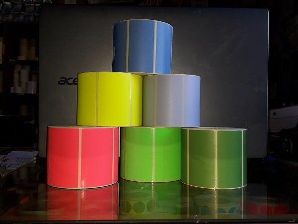 színes címkék